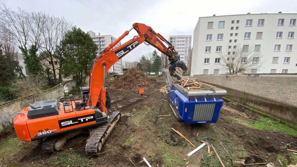 Broyeur concasseur SLTP sur un chantier lyonnais