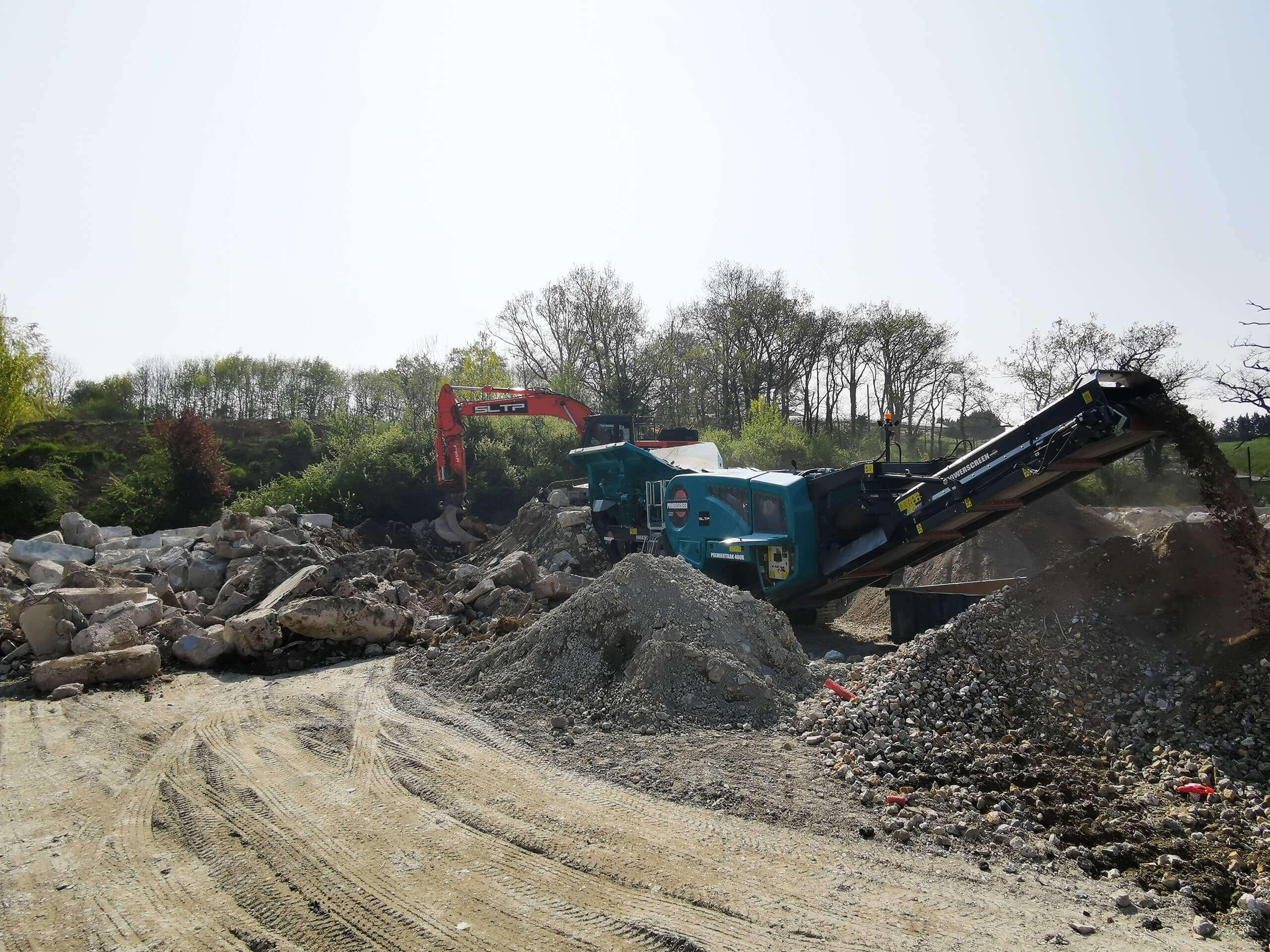 Concassage de pierres sur un chantier